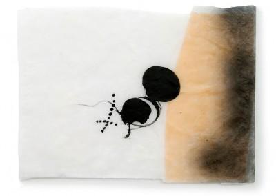 01 Tikaoutine, 2011, Acryl, Sprühlack, Wachs, Collage auf Japanpapier,25 x 34 cm