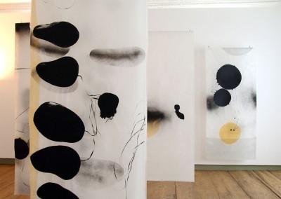 01 contact-labile Zone, 2011, Installation Schloss Achberg, Collage auf Japanpapier, je 220 x 97 cm