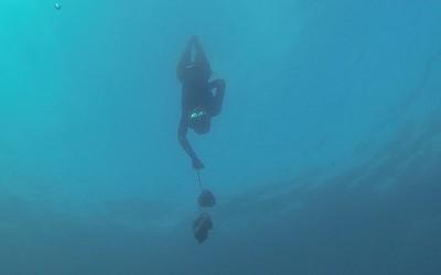 02 upside down, 2014, Filmstill, Unterwasservideo