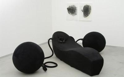 05 Installation kleine Trance 2008 , Liege, Auslegerkugeln, Kopfhörer, Soundkomposition, ca. 3,00 x 2,50 m