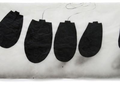 13 Gefäße, 2009, Acryl, Sprühlack, Wachs auf Japanpapier, 97 x 189 cm