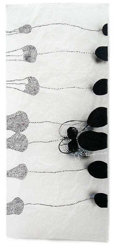 16 traces humaines, 2013, Acryl, Sprühlack, Wachs auf Japanpapier, 220 x 97 cm