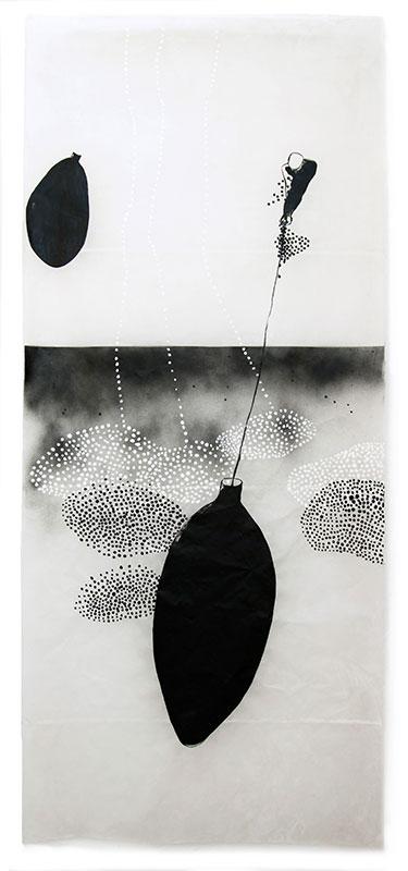 17 traces humaines, 2013, Acryl, Sprühlack, Wachs auf Japanpapier, 220 x 97 cm