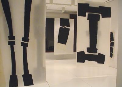 """(1) Installation """"Pas de deux"""", 2003 Kunstverein Biberach, gewachste Acrylzeichnungen und Collagen,je 265 x 150 cm"""