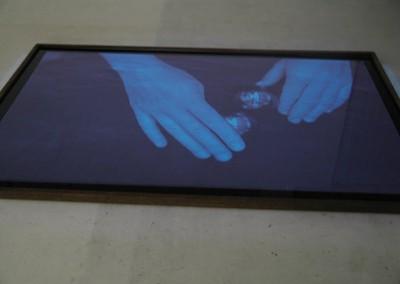 """4) """"attraction - repulsion"""", 2005, Ravensburger Kunstnacht, Wasserfläche (Folie, Metall, Wasser) 250 x 170 cm, vertikale Videoprojektion"""