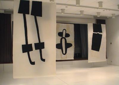 """(2) Installation """"Pas de deux"""", 2003 Kunstverein Biberach, gewachste Acrylzeichnungen und Collagen,je 265 x 150 cm"""