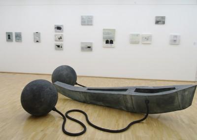 Boot 2008, Installation Galerie der Stadt Tuttlingen, Metall, Papier, Schläuche, ca. 1,50 x 3,50m